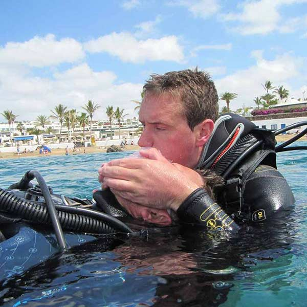 PADI Rescue Diver Course Lanzarote | Manta Diving Lanzarote