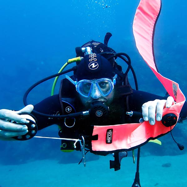 PADI delayed surface marker buoy speciality course
