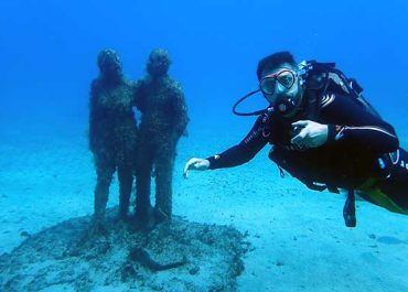 Learning to dive in 1 day to dive the underwater museum in Lanzarote